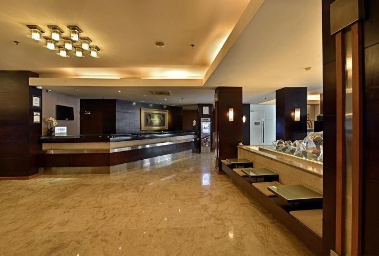 Serela Riau Hotel Bandung - Lobby