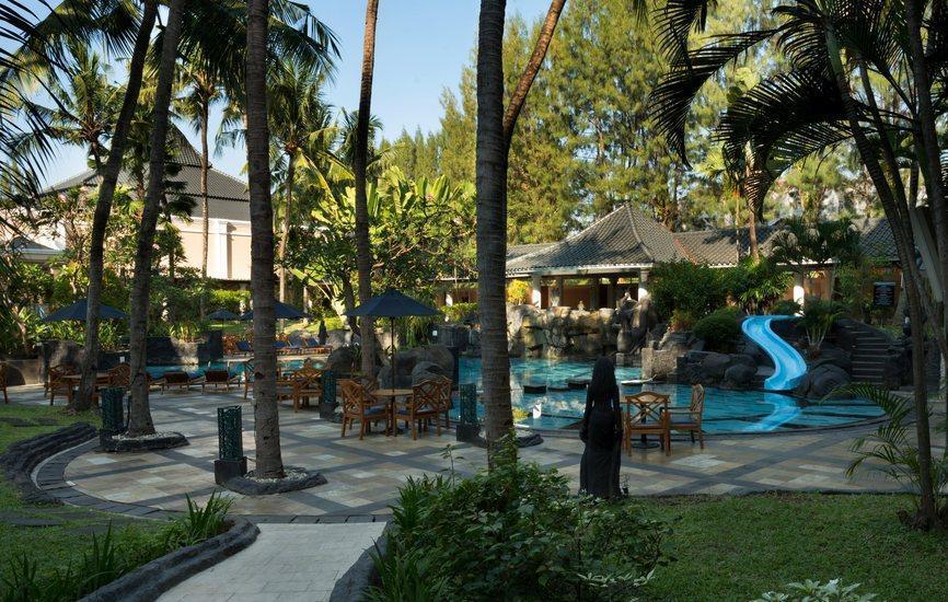 Hotel Melia Purosani Yogyakarta - Pool from Garden
