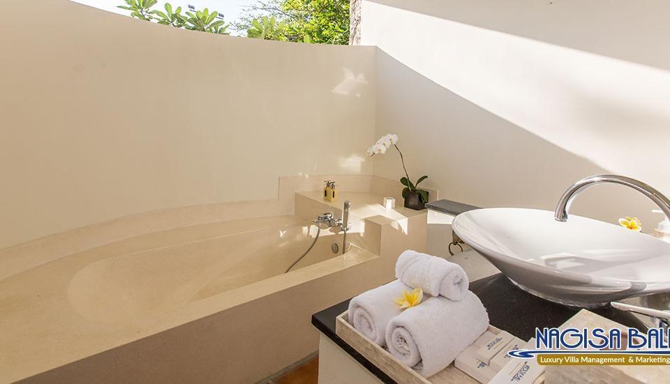 Villa Karang Dua by Nagisa Bali Bali - toilet