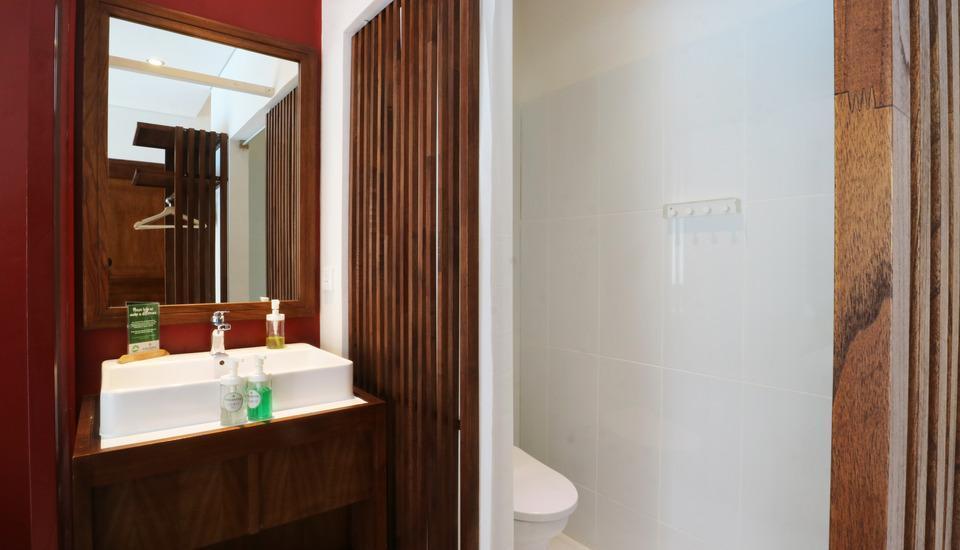 Hotel Puriartha Ubud Bali - Deluxe Bathroom