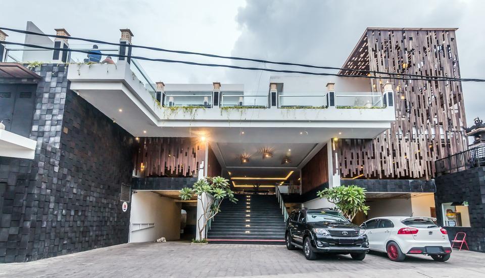 ZenRooms Seminyak Cendrawasih - Tampak depan hotel