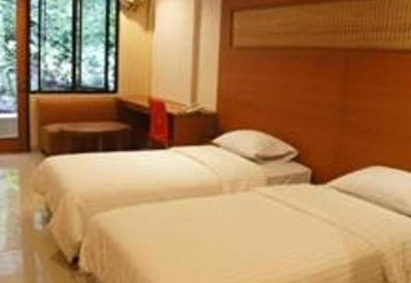Taman Safari Lodge Cisarua - Deluxe Twin Bed Regular Plan