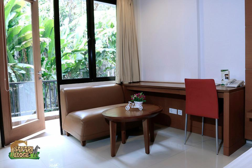 Taman Safari Lodge Cisarua - Sofa