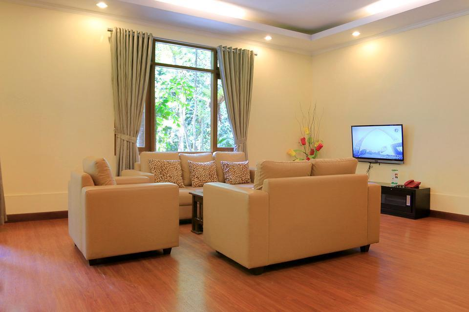 Taman Safari Lodge Cisarua - Living Room