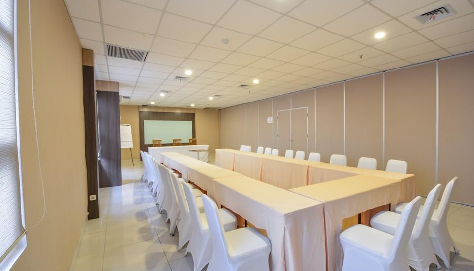 ZEN Rooms Cideng Timur Raya Jakarta - ruang meeting