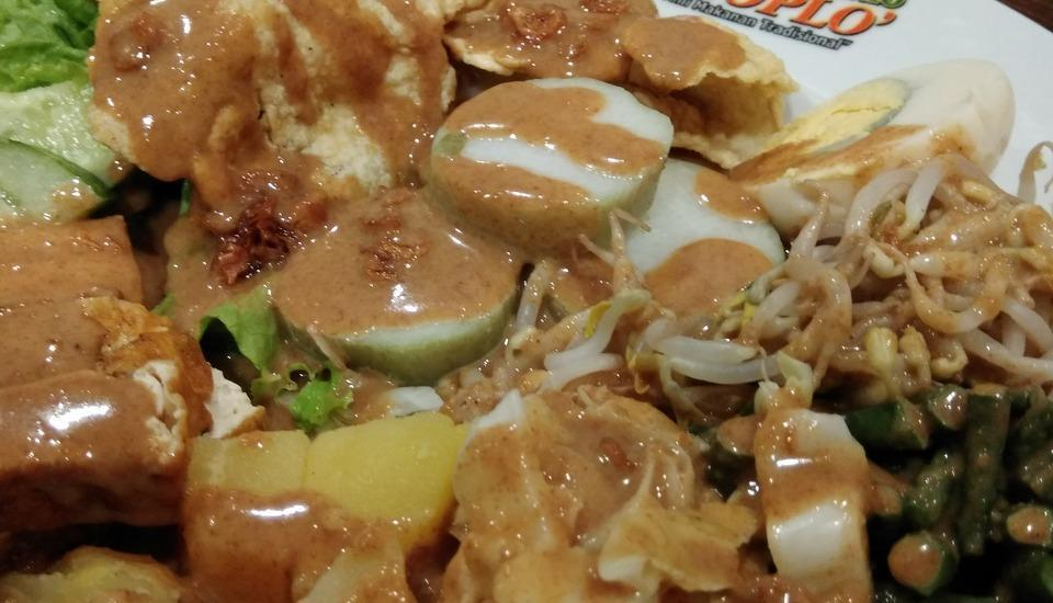 MaxOneHotels at Kramat Jakarta - Rekomendasi Makanan Grand Gado-Gado Boplo Restaurant