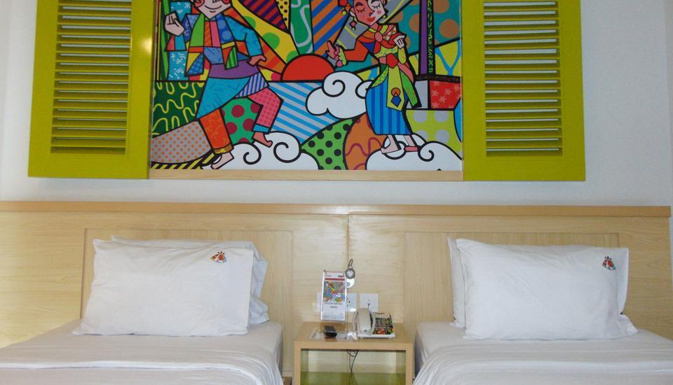 MaxOneHotels at Kramat Jakarta - Happiness Twin Room with Breakfast and Cash Back Voucher Regular Plan