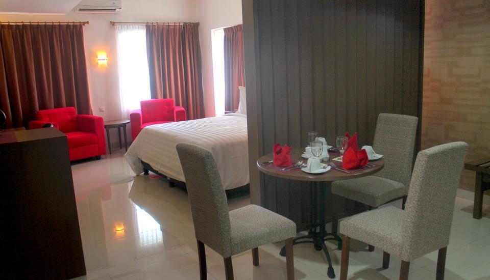 Hotel Inna Dharma Deli Medan - Ruang tamu Kamar Deluxe suite