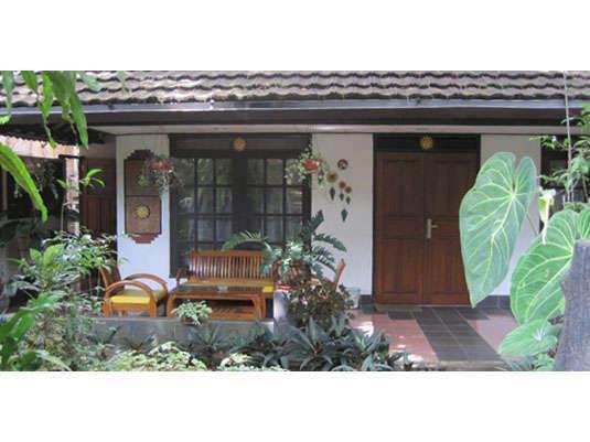Taman Sari Hotel & Resort Sukabumi  Sukabumi - Edelweiss Junior Suite