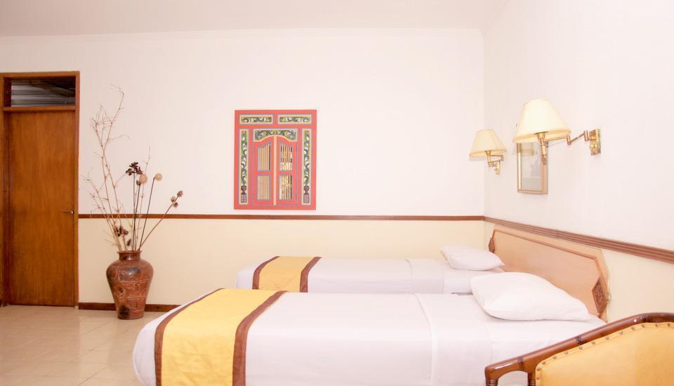Taman Sari Hotel by Prasanthi Sukabumi - Bougenvile Superior