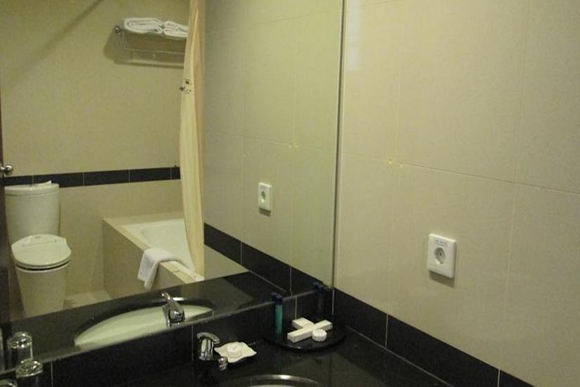 Hotel Menara Bahtera Balikpapan - Kamar mandi