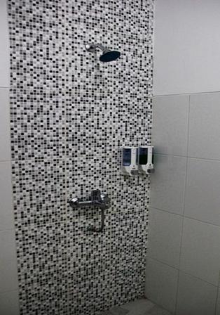 Prima Dini Hotel Bukittinggi - Kamar mandi