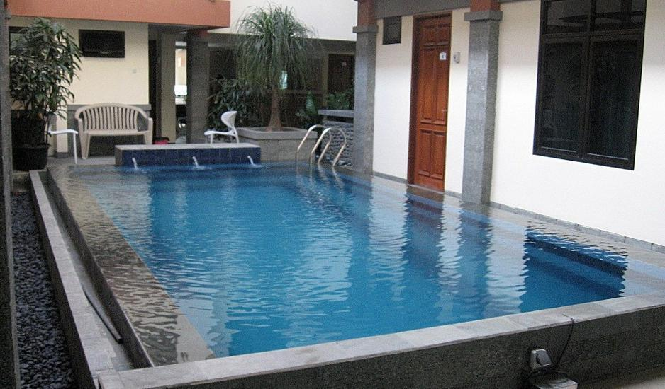 FR Guest House Jakarta - Kolam Renang