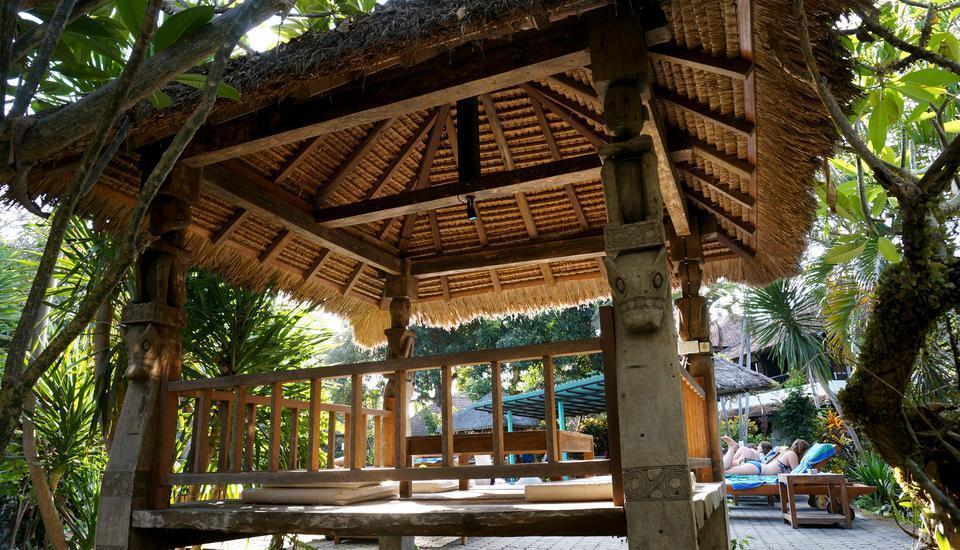 Puri Kelapa Garden Sanur - Bale di Kolam Renang