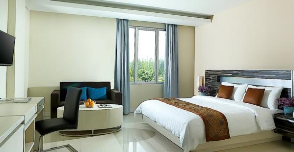 Patra Comfort Bandung - Premiere King With Breakfast Regular Plan