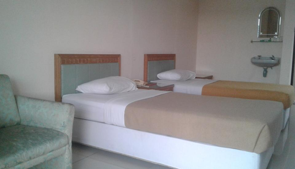 Hotel Sendang Sari Pekalongan - Deluxe Room With Breakfast