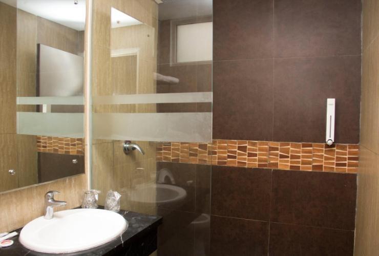 Promenade Hotel Bandung - Bathroom