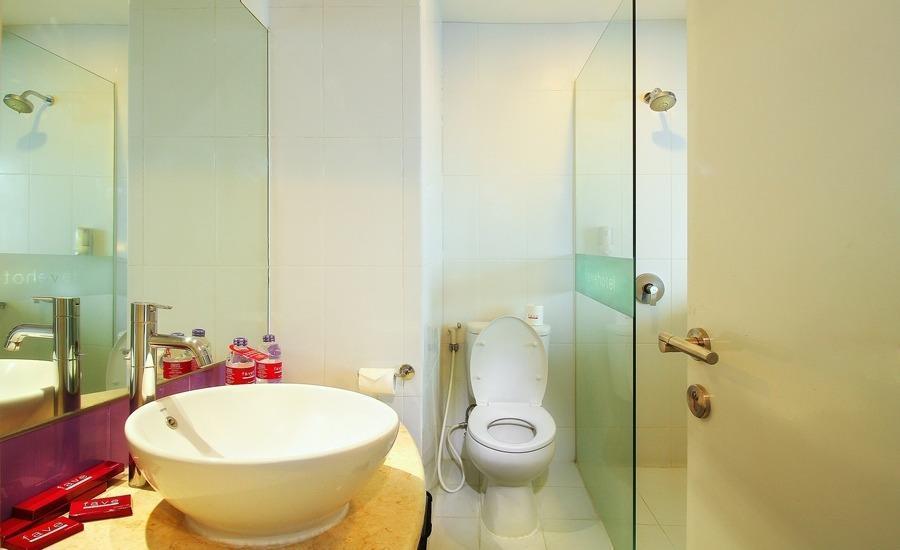 Fave Hotel Solo - Bathroom
