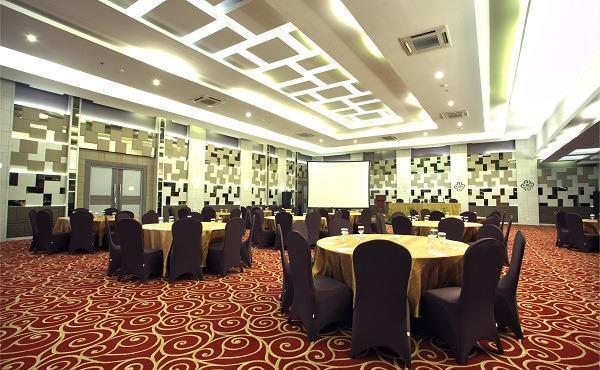 Tjokro Hotel Pekanbaru - ballroom