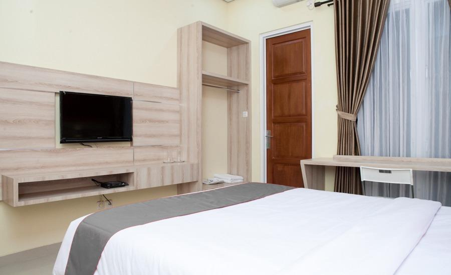 RedDoorz Plus near Pasundan University Bandung - Guest room