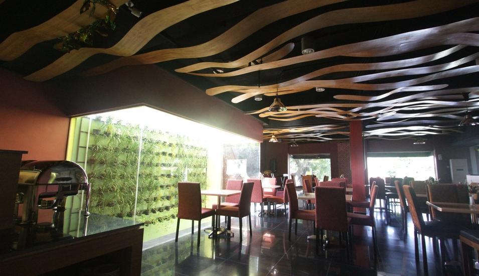 Durian Condotel Suite Makassar - Cafe dan Resto gelombang