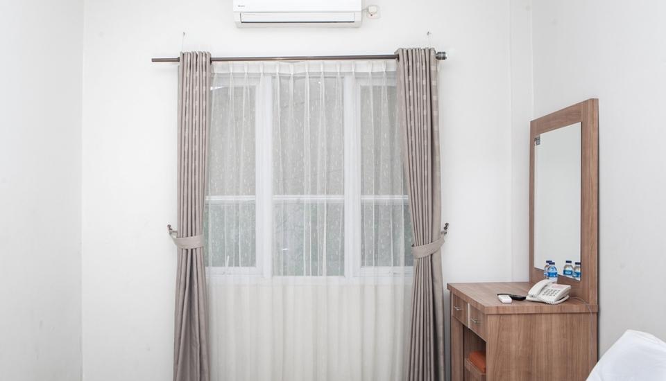 RedDoorz near Gedung Sate 2 Sadang Serang - RedDoorz Room Regular Plan