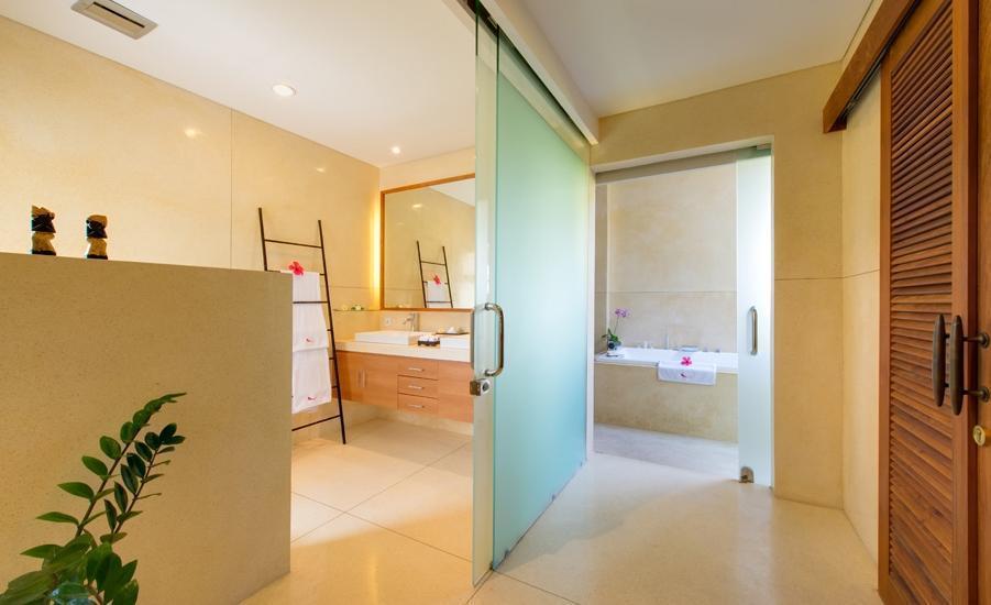 Villa Kinaree Estate Seminyak - Villa A - Kamar Mandi Ruang Utama