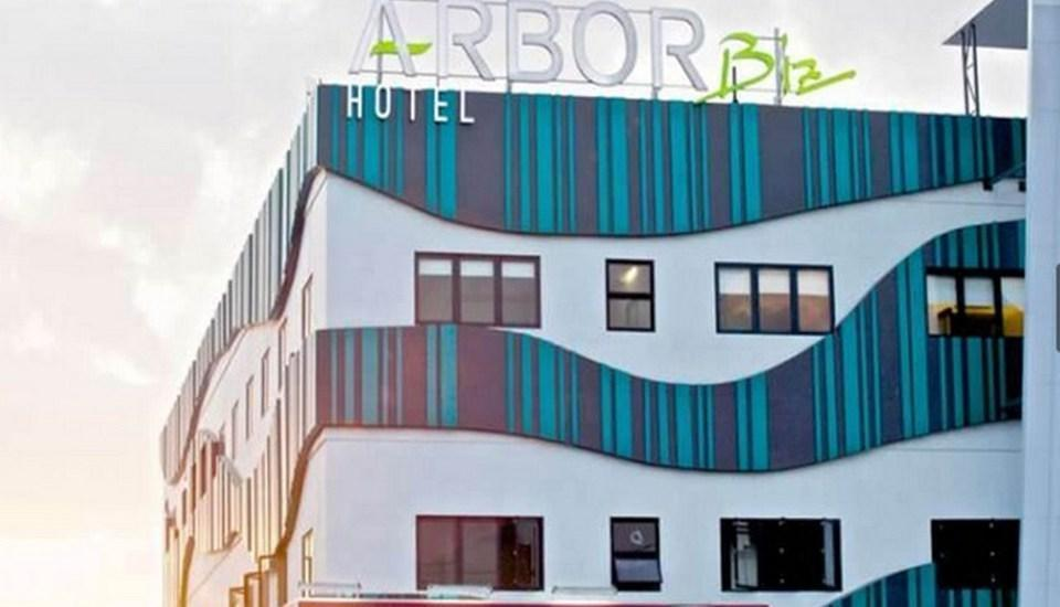 Arbor Biz Hotel Makassar - Tampilan Luar Hotel