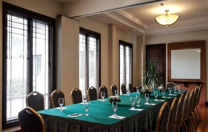 Mason Pine Hotel Bandung - Ruang Rapat
