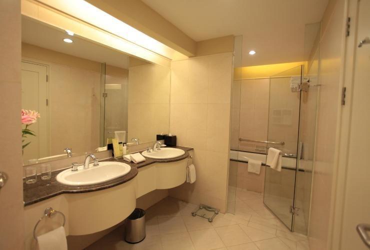 Mason Pine Hotel Bandung - Deluxe Bathroom