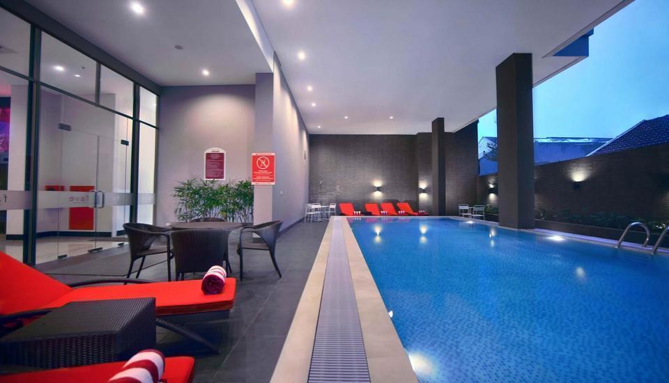 favehotel Makassar - Kolam Renang