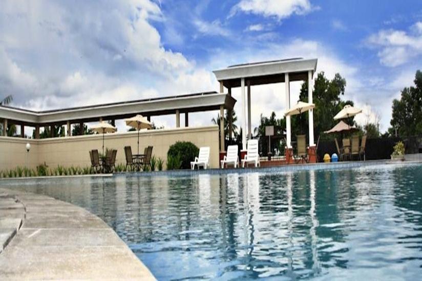 Parai Puri Tani Hotel Palembang - Kolam Renang