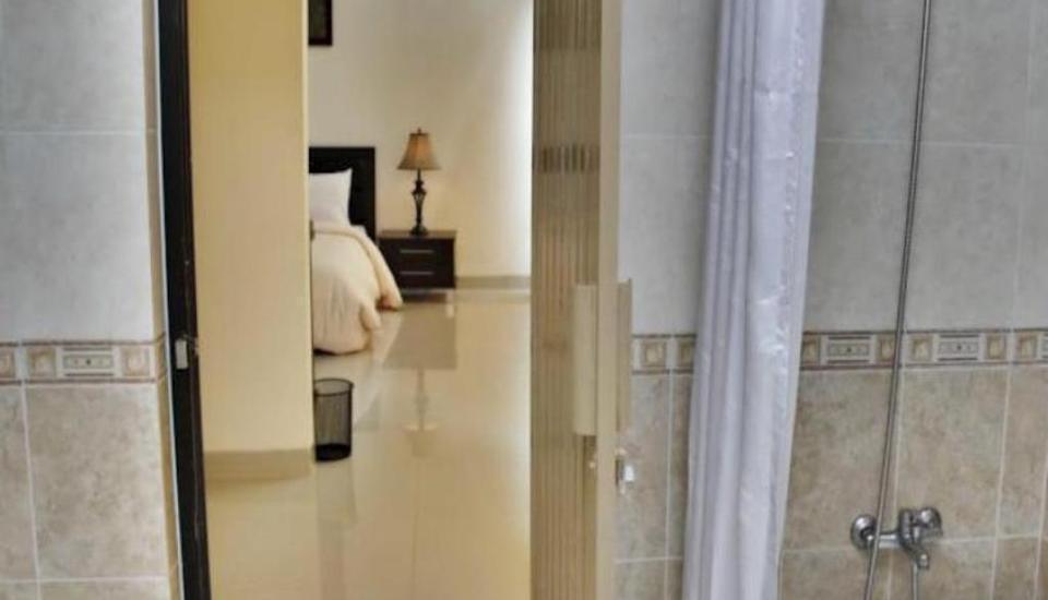 Parai Puri Tani Hotel Palembang - Bathroom