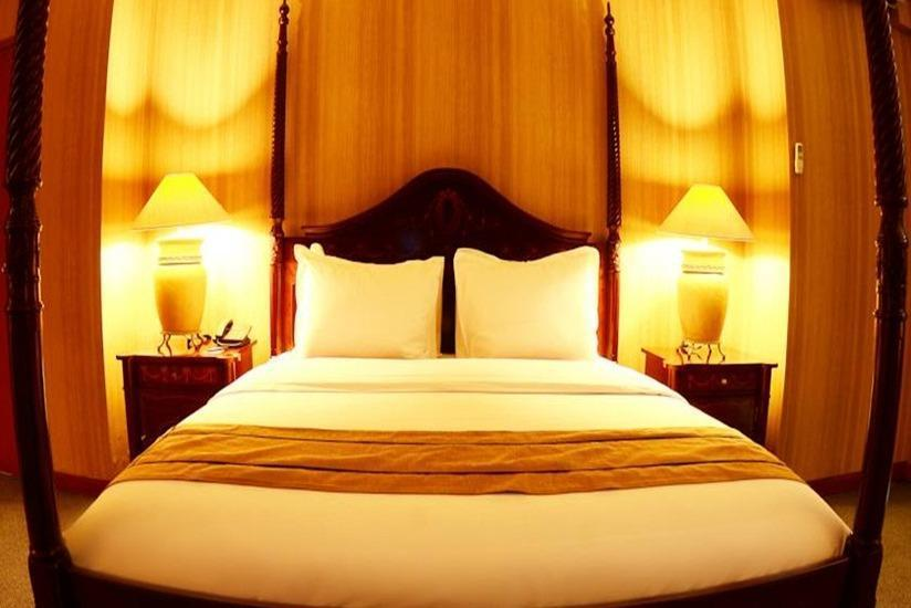 Hotel Aryaduta Manado - Superior Room Last Minute Deal Get 15% OFF