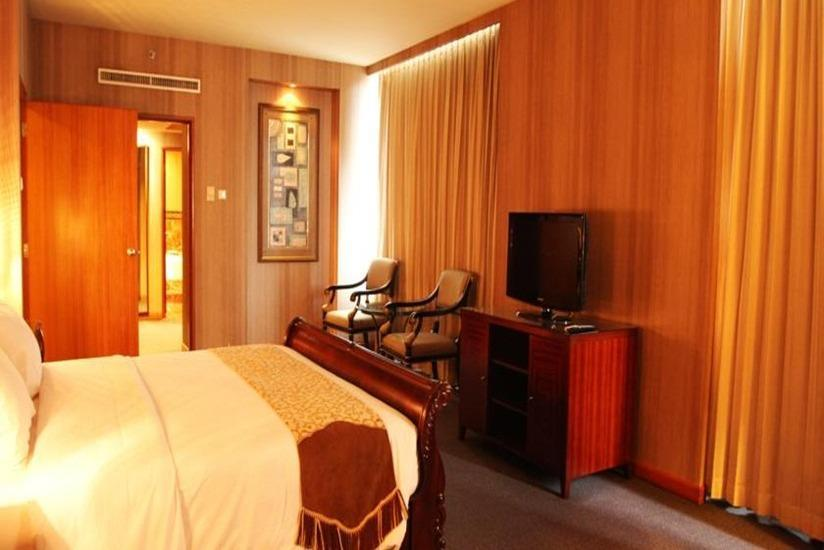 Hotel Aryaduta Manado - Deluxe Room Stay 2 Night Get 50% Discount