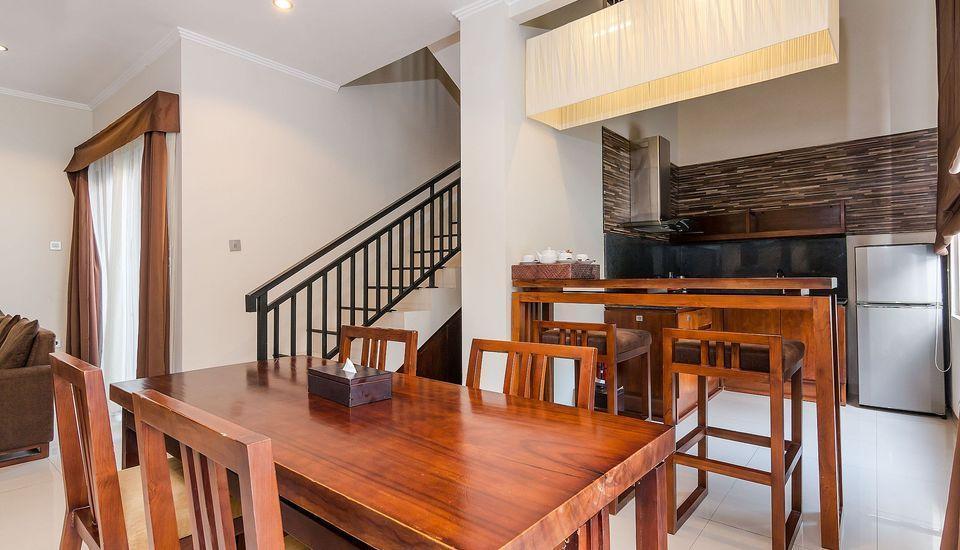 ZEN Premium Kerobokan Seminyak Villa Bali - Ruang makan