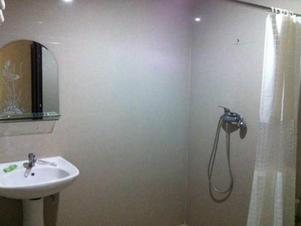 Grand Putri Wisata Hotel Kendari - Bathroom