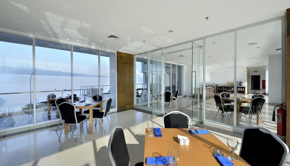 Whiz Prime Megamas Manado - Restaurant