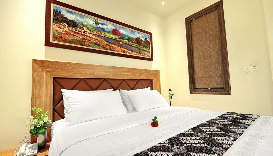 Alron Hotel Kuta - Deluxe Balcony Room Only  Basic Deal