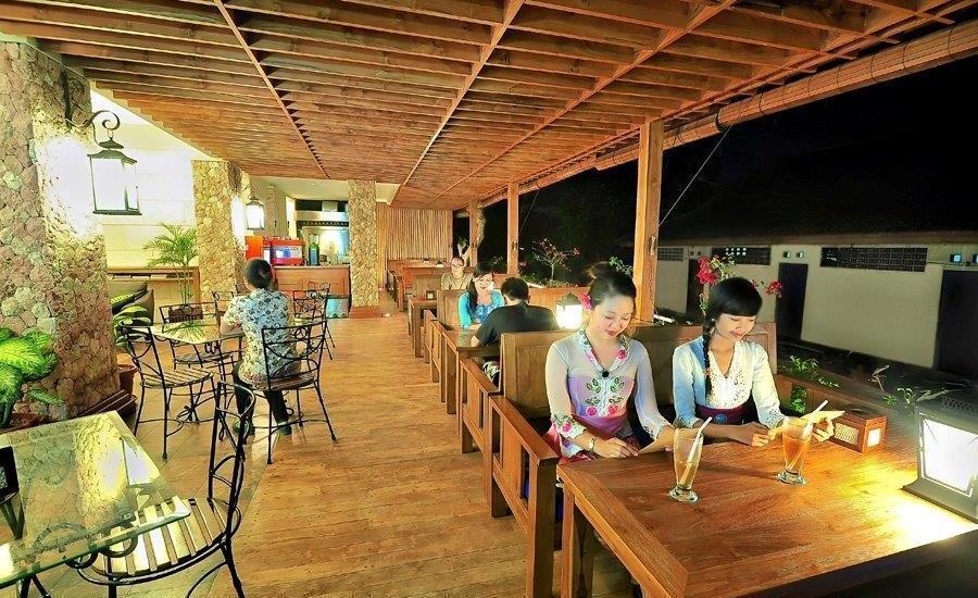 Alron Hotel Kuta - Restaurant