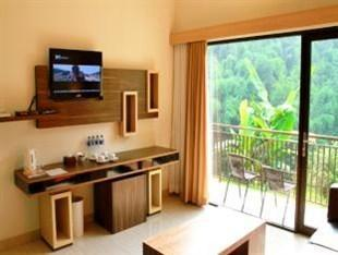 DRiam Resort Ciwidey Bandung - Family River View Living Room