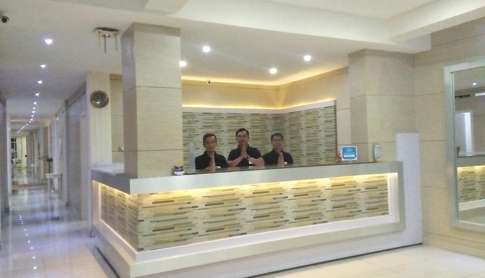 Gania Hotel Bandung - Recepcionist