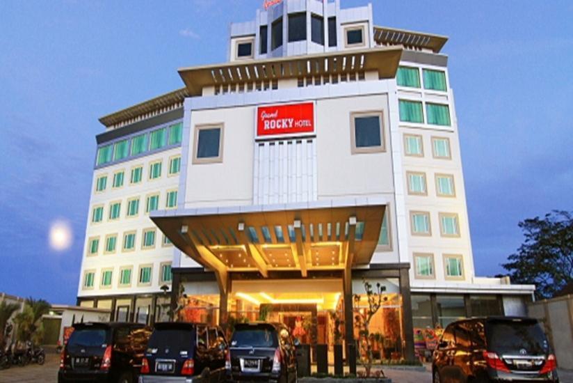 Grand Rocky Hotel Bukittinggi - Tampilan Luar Hotel