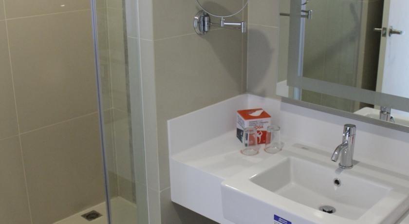 HARRIS Hotel Pontianak - toilet