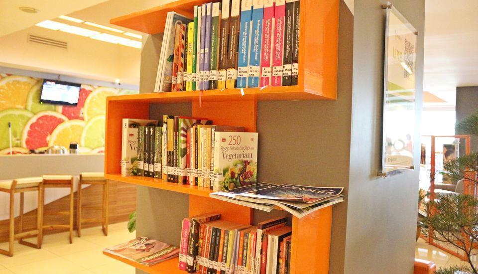 HARRIS Hotel Pontianak - Perpustakaan