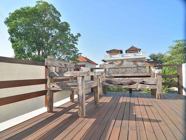 Scene Estate Bali - kursi kayu