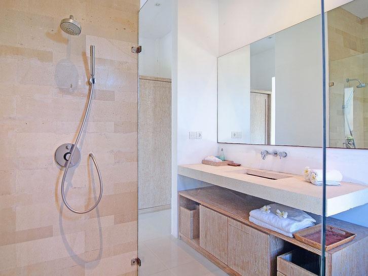 Scene Estate Bali - Shower kamar mandi
