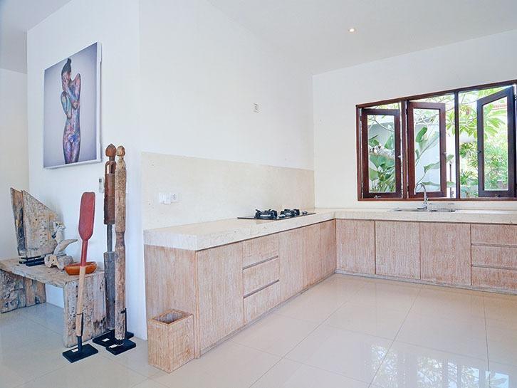 Scene Estate Bali - Dapur dengan peralatan lengkap