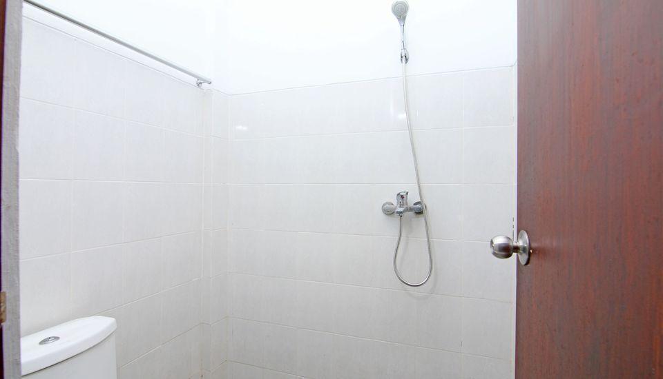 ZenRooms Raya Gelogor Carik Denpasar - Kamar mandi
