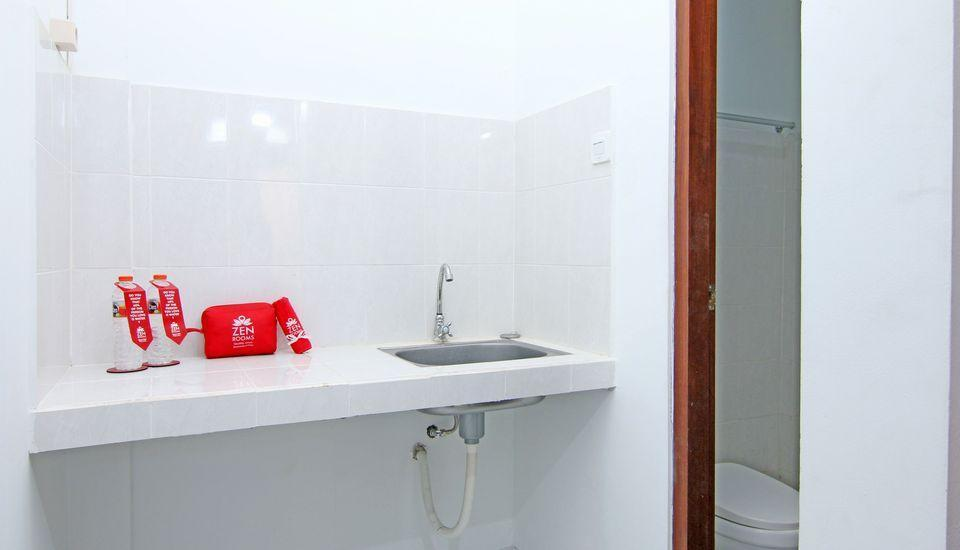 ZenRooms Raya Gelogor Carik Denpasar - wastafel kamar mandi